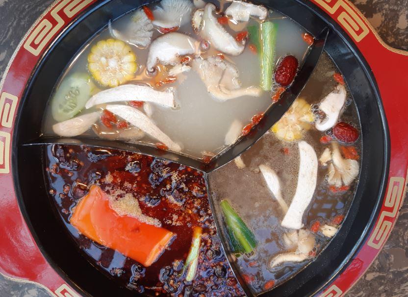 3種のスープが選べる蜀香楼成都火鍋